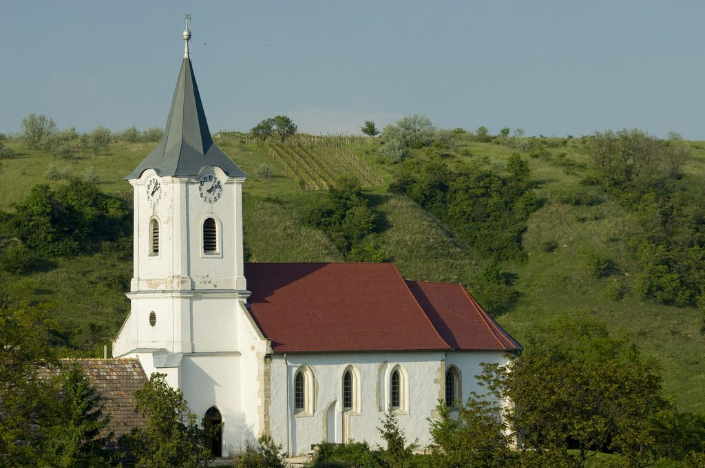 labatlan-reformatus-templom